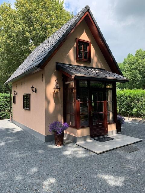 Romantic Guest House 'The Birdhouse'