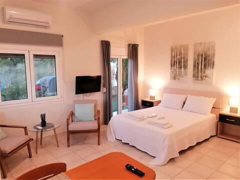 Emerald Apartment 2 Halepa