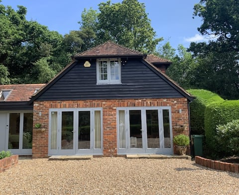 Private 1 bedroom annexe with stunning river views