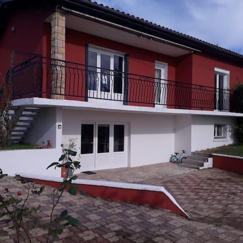 Villa avec piscine. 10 mins d'Eymet, 10 mins Duras