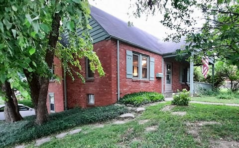 Charming 3-bedroom home near downtown and campus