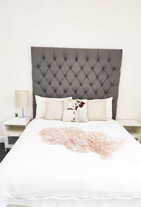 ♥️Stylish Sanitised Lux 3Bedroom House🐾PetFriendl