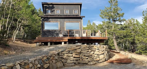 Eco-Friendly Cabin with Million Dollar Views.