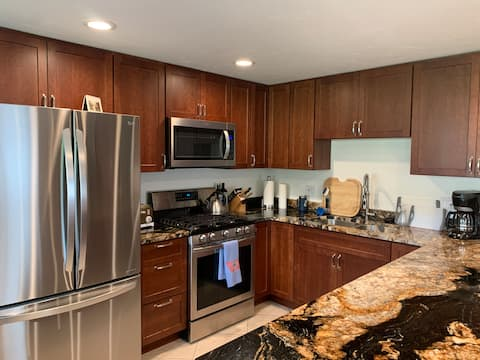 Cozy Whitefish Condo with pool, near Lake & Trails