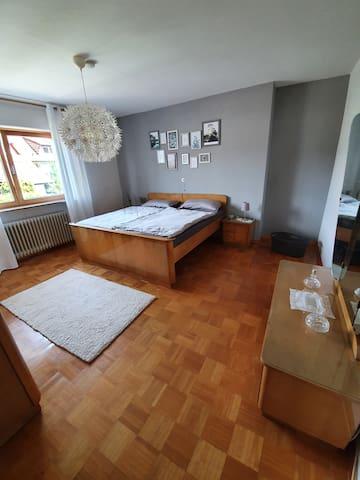 Schlafzimmer I Doppelbett 1,90 m x1,80 m