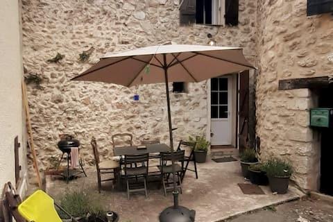 Charmante maison de village Provençale