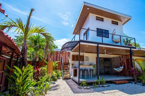 Casa Bali - Modern And Central To Amazing Beaches!