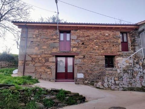 Casa rural en la puerta de la Ribeira Sacra.