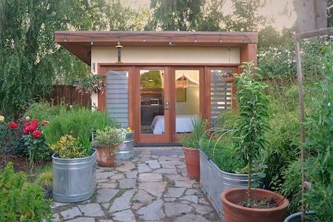 Estudio con jardín en el patio trasero