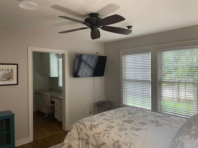 Spacious second bedroom with queen size bed.