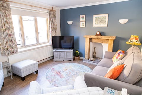 Relax in charming Hinton St George & coast 35mins