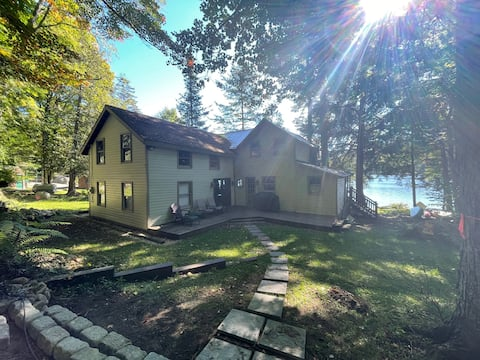 Waterfront 4-Bedroom Camp on 4th Lake