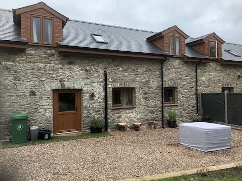 Luxurious 2-bedroom cottage 5 miles from Aberaeron
