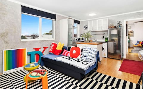 Eclectic Inner City Pad+FREE parking+WIFI+Netflix
