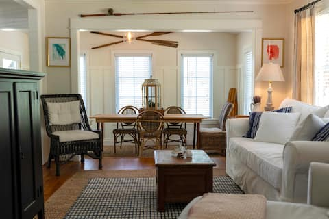 The Nook; Peaceful 2 bedroom cottage by the bay