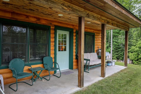Vermont's Tranquil Sunrise Cottage on Lake Groton