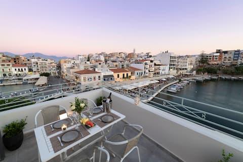 Terrace-Lake view in heart of Agios Nikolaos town