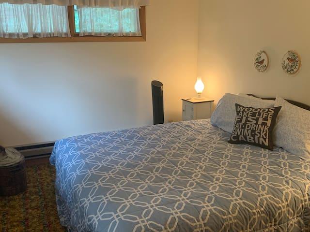 Upstairs bedroom, King bed, medium-firm new mattress. 1970's original shag carpet!