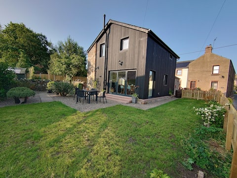 Old Brewery Barn, newly rebuilt barn with loads of outside space, parking and views
