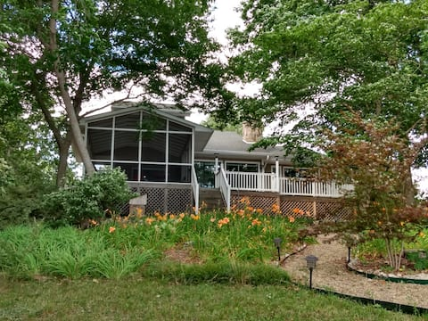 Lake front 3 bedroom home with sandy beach