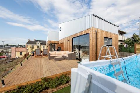 Casa miniatura con sauna privada y Mirabath