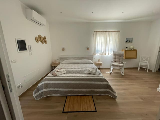 Big Double Bedroom with Air Conditioning, a desk for your laptop and big closet