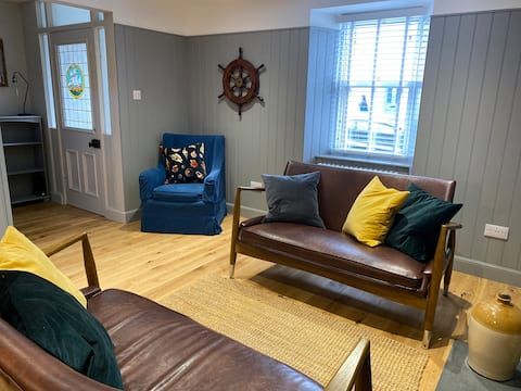 Fishermans' Cottage -  Luxury by the beach.