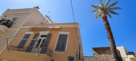 Σπίτι δίπλα στο δημαρχείο Ερμούπολης