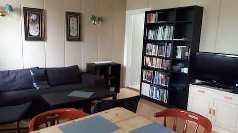 Leilighet i enebolig 4 senger,stue, kjøk. uteplass