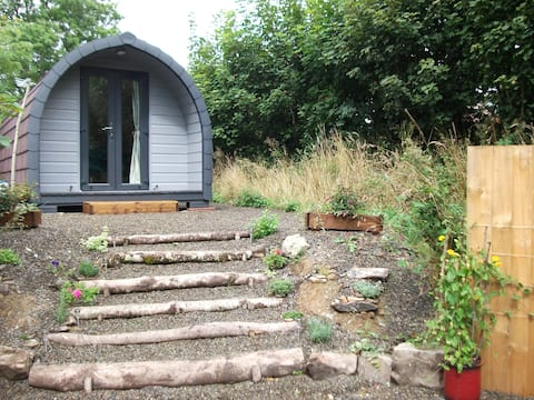 Caban Teifi - Snug hideout for two.