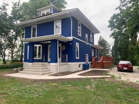 Peaceful Modern Farm House Getaway