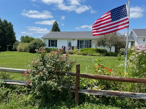Dorothy's Country Cottage is a cozy 2 Bd/1Ba home.
