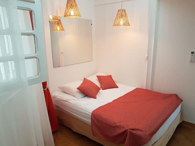 Chambre 2 avec lit parapluie disponible
