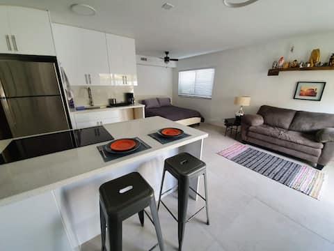 Bright Modern Studio Apartment