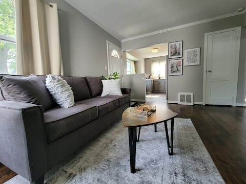 Cozy home 15 minutes from Downtown Detroit and DTW