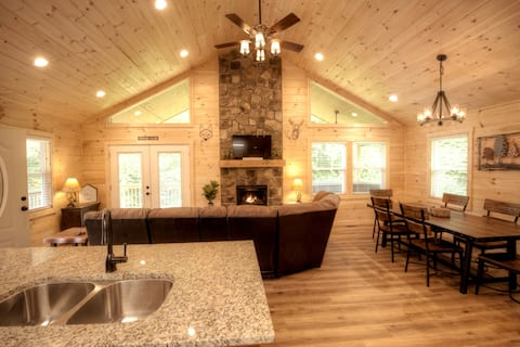 ●Private|Close2town|Porch|Hot tub|Fireplace & Pit