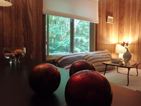 Come into the Woods to 2-bedroom cozy chalet