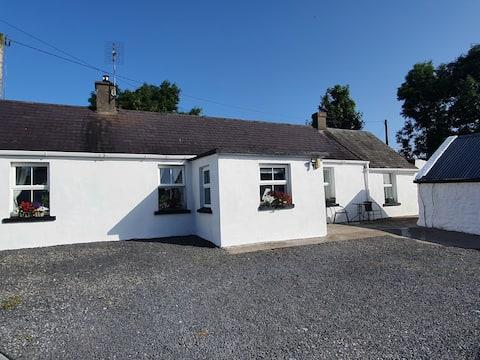 Ballyhist Cottage, superb 2 bedroom Farm Cottage