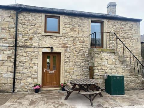 Luxury Farm Stay, Cosy Cottage, Phenomenal views.