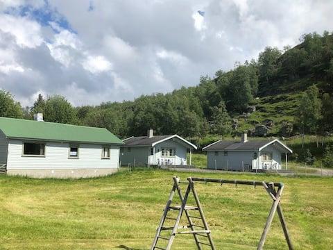 Fidjeland hytteutleige i Sirdal ligg nær vegen