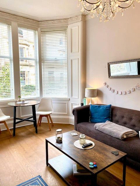 Lovely 1 bedroom ground floor flat in Shawlands