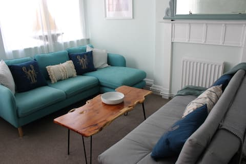 The Blue Lobster. Fun and modern 2 bed flat.