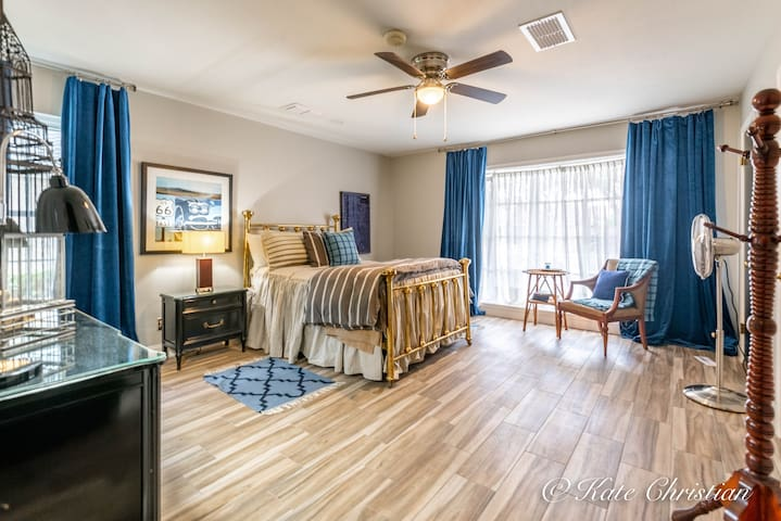 3rd bedroom / Full bed