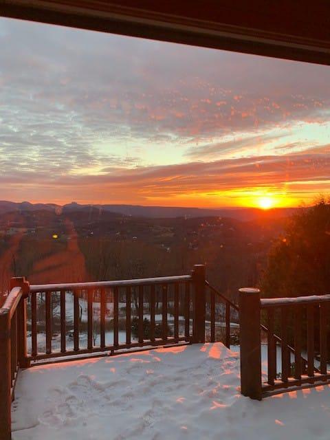 """Viewtopia"" an Amazing Mountain Home"