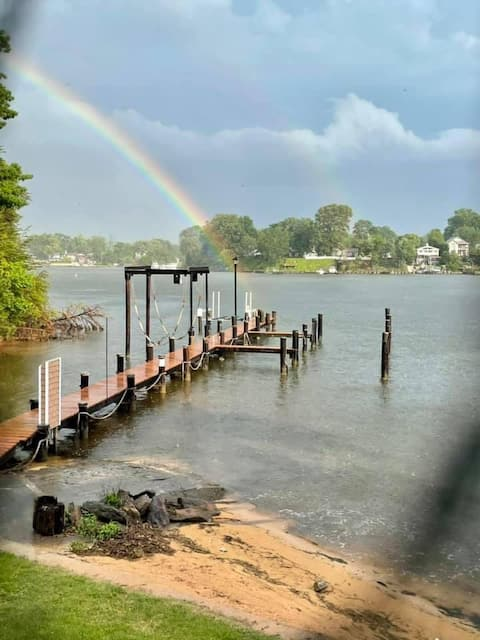 Waterwood CrabHouse - waterfront 1 br guest house