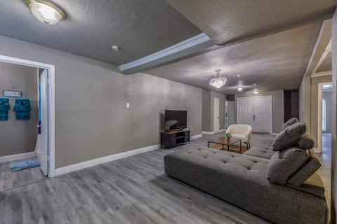 Beautiful Renovated 4 Bed! Minutes from Six Flags!