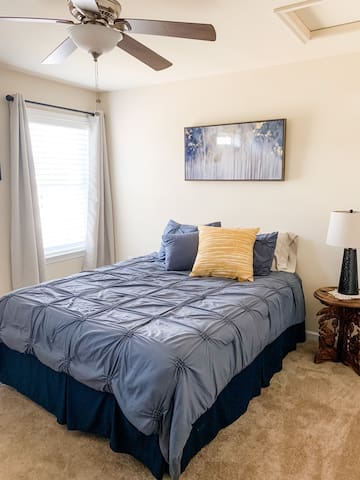 Stylish & cozy private room with comfortable queen size bed.