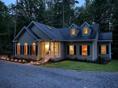 Lake Anna Retreat with water access & Pool Table