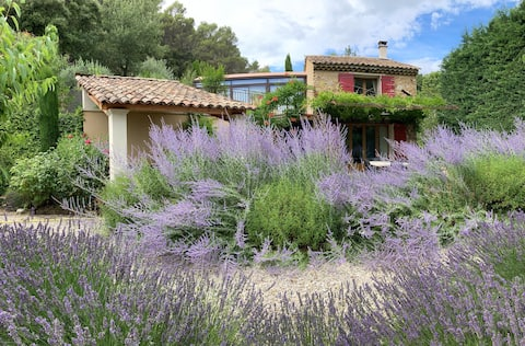 Two-bedroom oasis at foot of the famed Dentelles