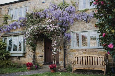 Bumble Bee Cottage - Luxury Countryside Cottage